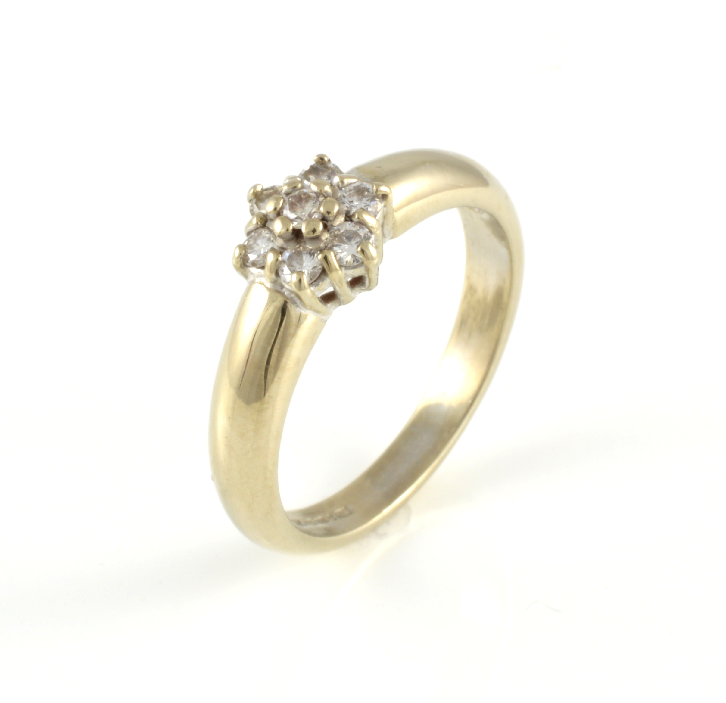 18ct white gold brilliant cut cluster ring