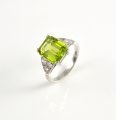 18ct White Gold Peridot and Diamond Ring