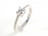 Platinum Diamond Single Stone with Diamond Shoulders Ring